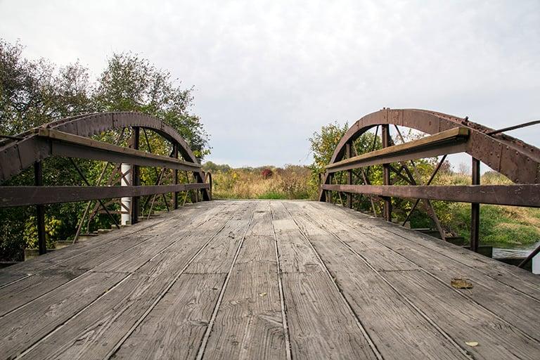 Hidden-Lake-bridge-768x512