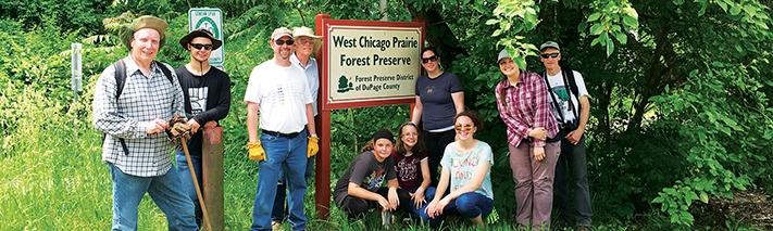 volunteers-at-west-chicago-prairie