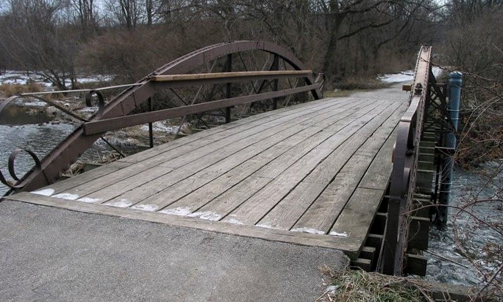 Hidden-Lake-river-bridge