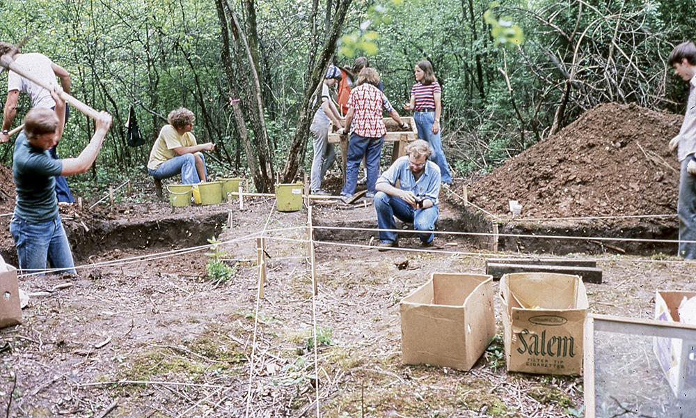 Wheaton-College-students-at-dig-Courtesy-of-Buswell-Library-Special-Collections-Wheaton-College-IL