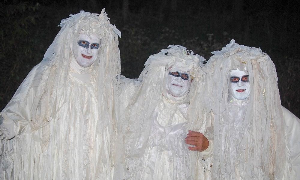ghosts-halloween-walk