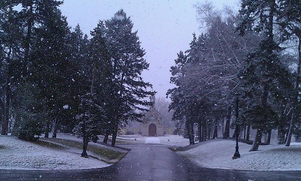 snowy-chapel-1000x600