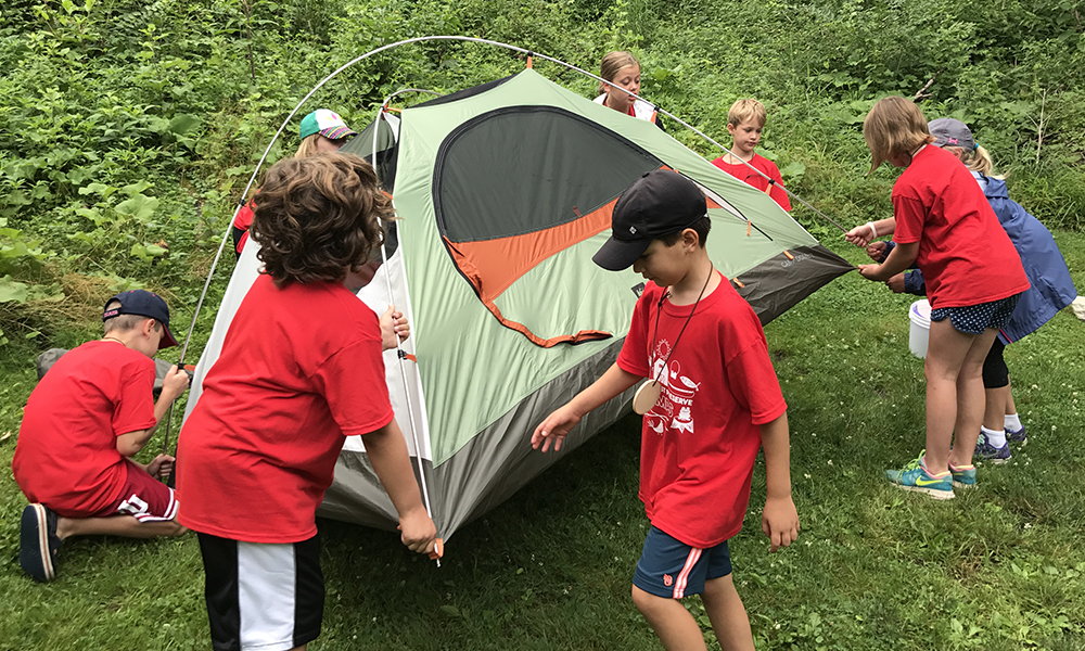campers-set-up-tent