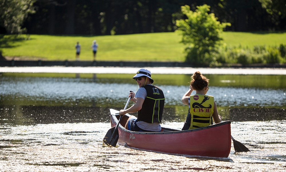 herrick-lake-couple-canoes