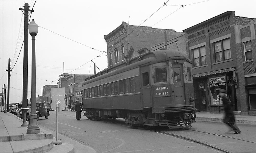 S825-CAandE-car-416-at-West-Chicago-station-on-St-Charles-line-10-16-1937-1000x600-JFH