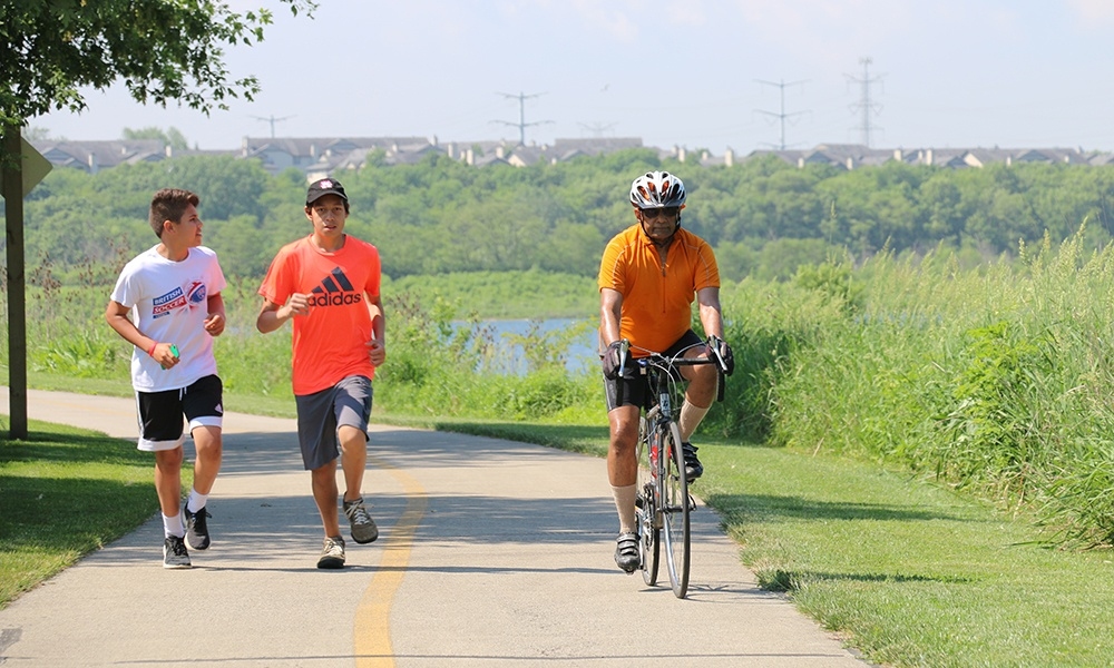 joggers-bicyclist-dupage-river-trail