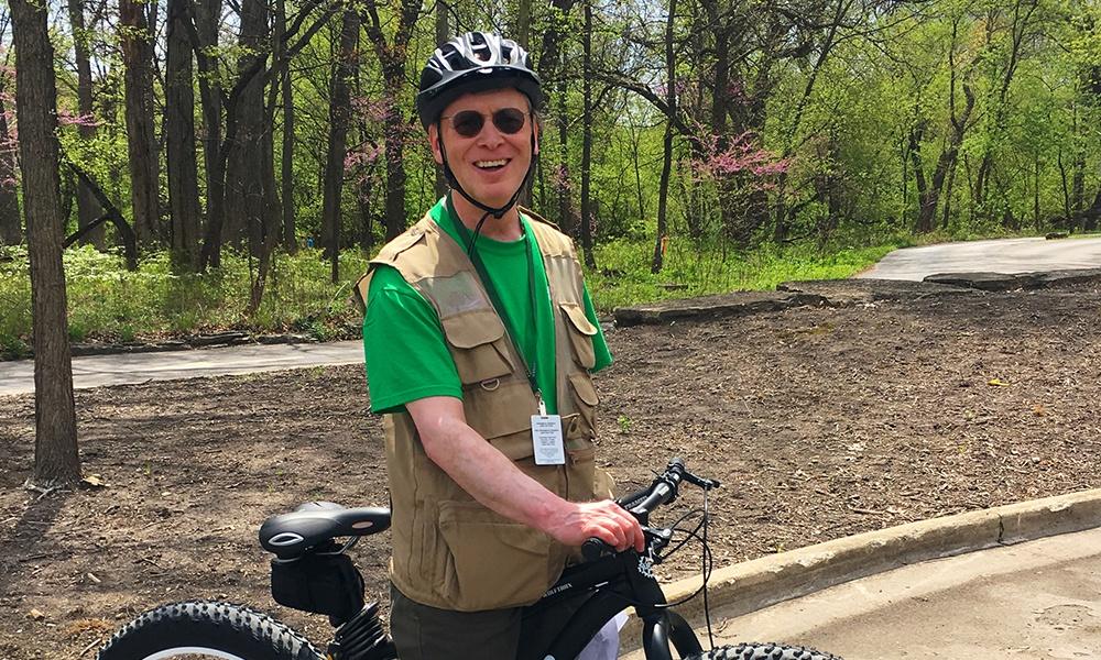 trail-patrol-volunteer-with-bicycle