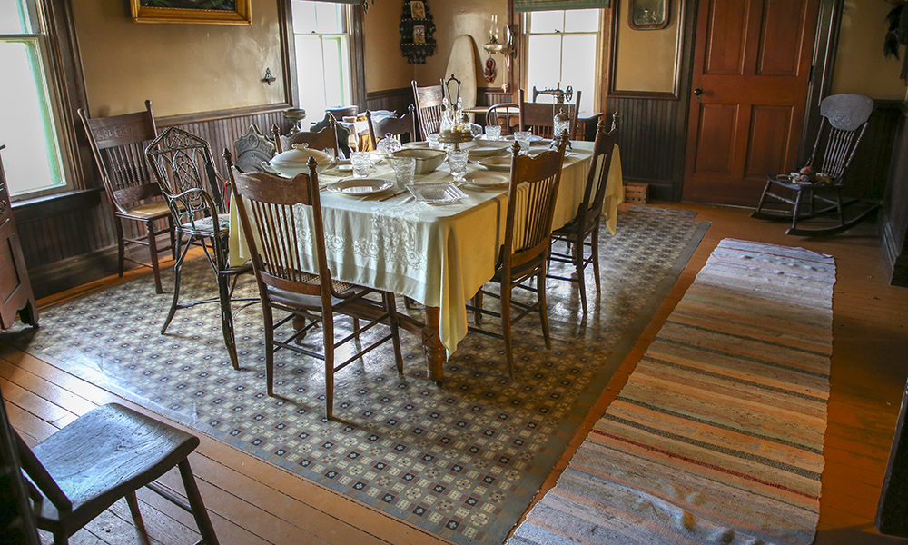 dining-room-oilcloth